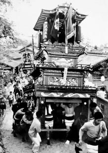 昭和43年古屋敷・加茂川土手にあがる坂